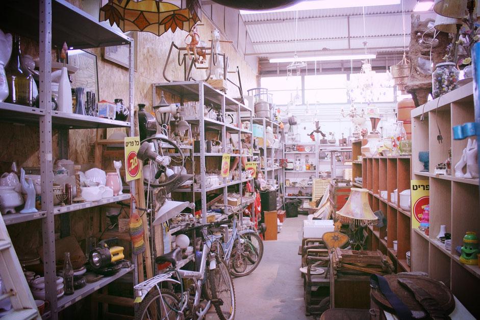 marché aux puces avec vélos d'occasion à vendre