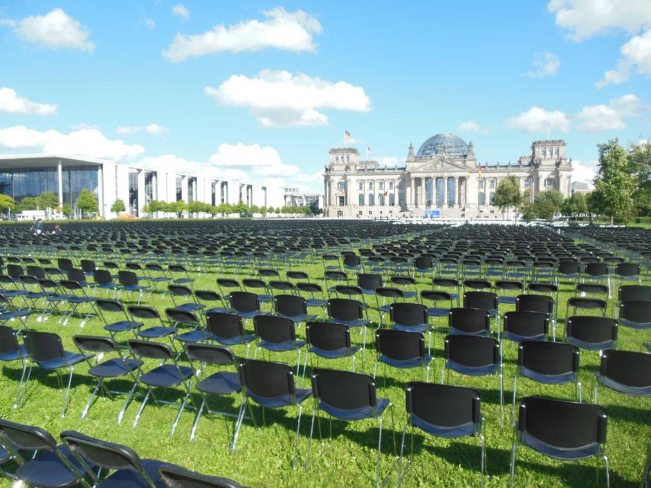 Berlin Reichstagswiese - Platz der Republik - Aktion: Wir haben Platz