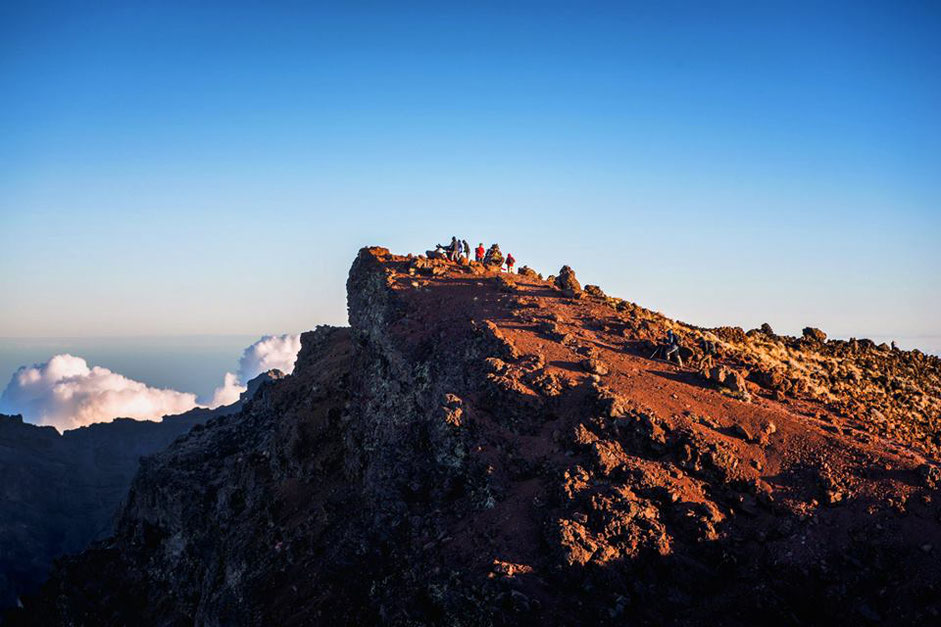 ascension du Piton des Neiges avec nuit en refuge gite de montagne bivouac guide ayapana