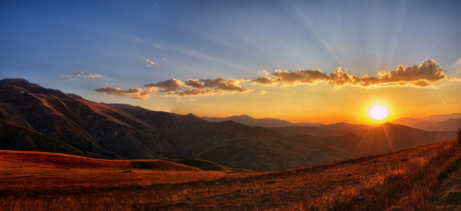 Panorama all'alba che richiama un grande senso di benessere