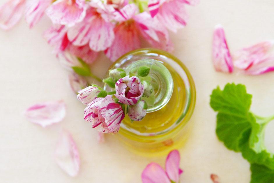 Composizione con fiori e olio