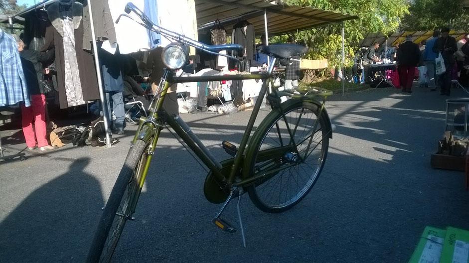 vélo vintage hollandais vert brocante