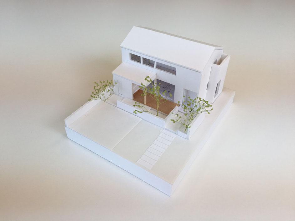 大きなデッキテラスと半外空間が特徴のY様邸