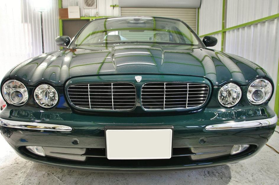 ジャガーXJ8のコーティング後 レーシンググリーンの光沢・艶 埼玉の車磨き専門店・アートディテール ソリッドカラーの白ボケ改善