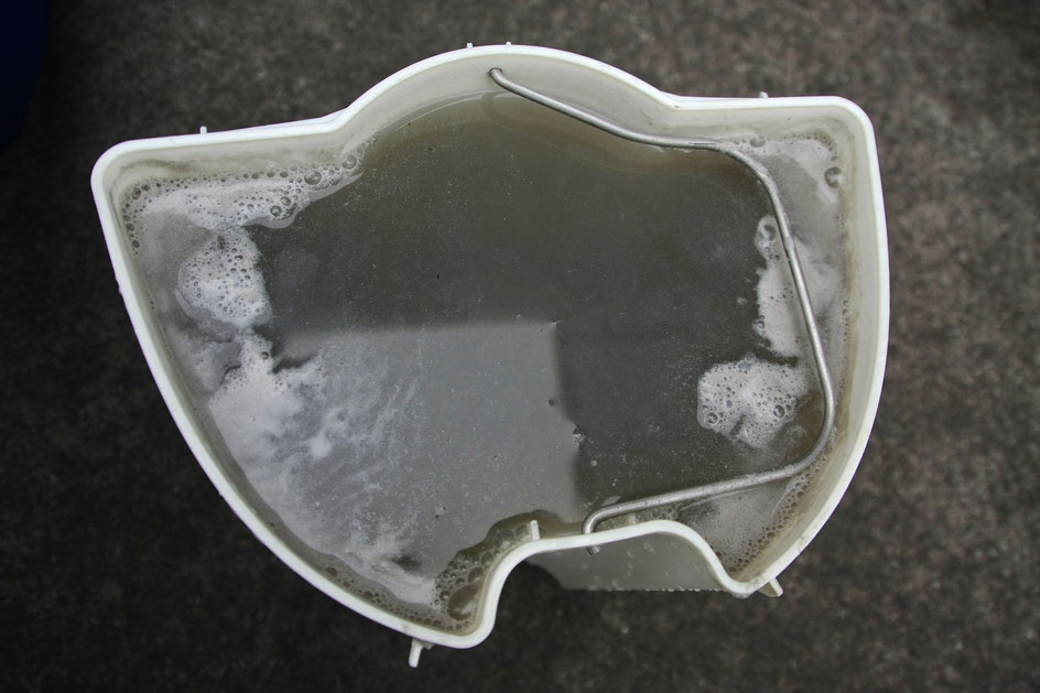 ポルシェ 内装クリーニング 汚水 黒ずみ