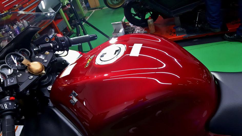 隼のガラスコーティング GSX1300R赤
