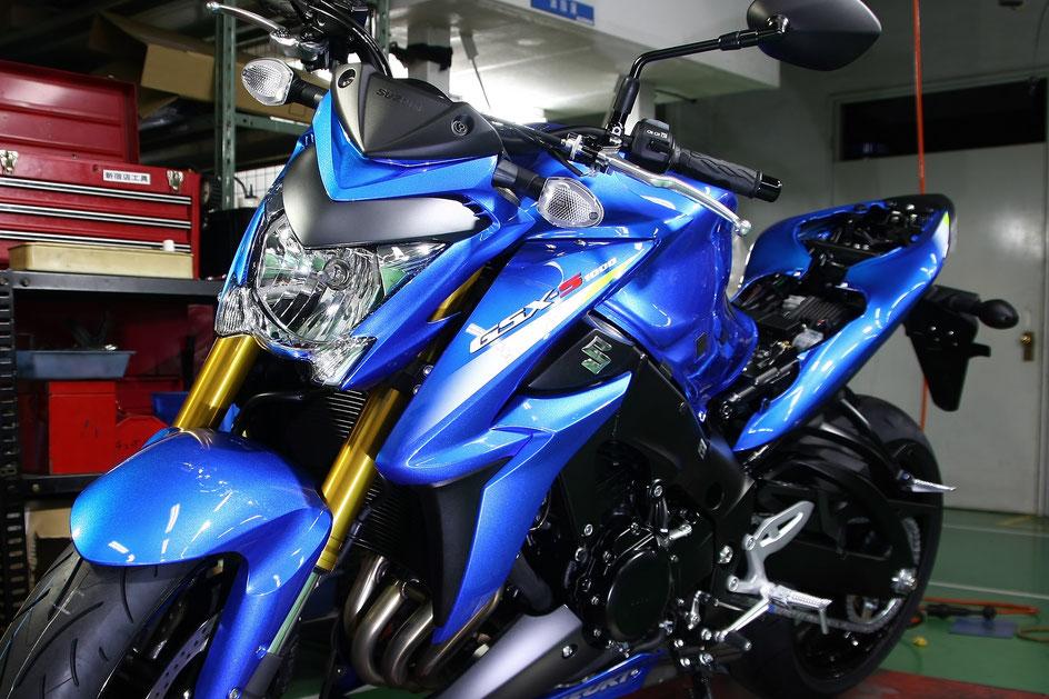 GSX-S1000の磨き・ガラスコーティング後 トリントンブルーメタリックの艶