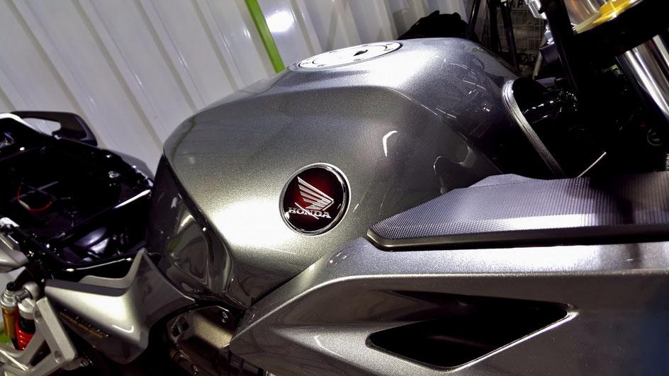 CB1300SBのガラスコーティング完成 ソードシルバーメタリックの艶 埼玉のバイク磨き専門店