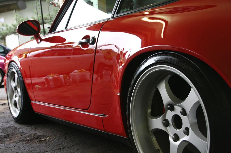 964のリアフェンダーを磨きで美しく アートディテール