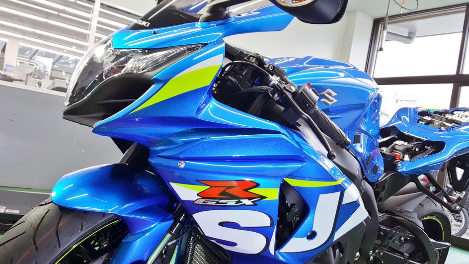 GSX‐R1000のガラスコーティング MOTOGPカラーのメタリックトリントンブルーの艶 埼玉のバイク磨き専門店