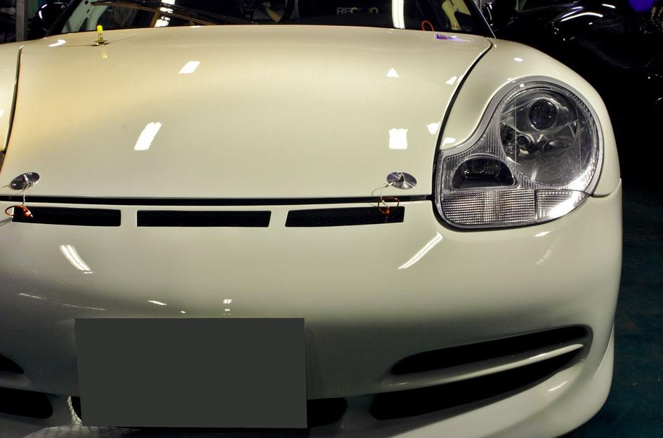 996GT3カップカー磨き後 正面の眺め
