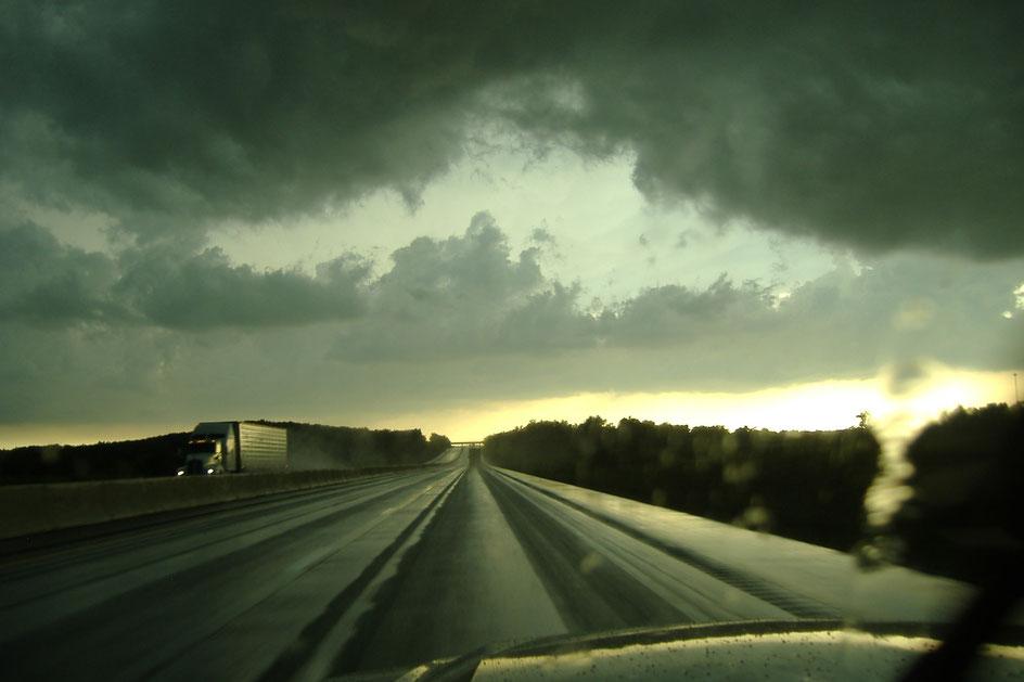 Highway im Regen