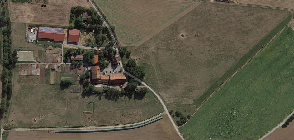 Luftbildaufnahme unseres Hofes - durch klicken auf das Bild erhalten Sie eine ausführliche Übersicht