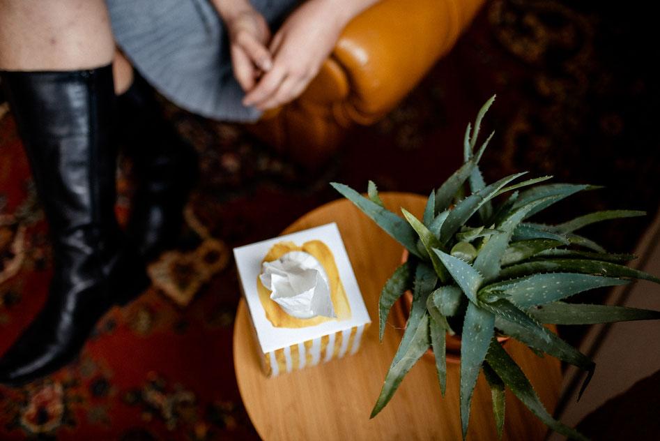 Hier sieht man eine herrliche Impression von Pflanze, Taschentüchern und Teilen von Anne - schade, dass Sie das verpassen ; ) Trauerbegleitung Ansbach