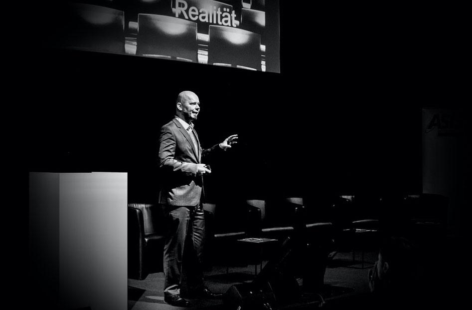 Anton Dörig: Keynote Speaker / Vortragsredner für Leadership - Management - Sicherheit --> Präsenzielle Führung!®