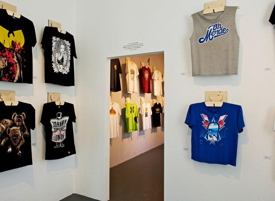 Chantal Bavaud,  Aarau, Schweizer Design,  Product Design, T-Hanger, T-shirt Austellung, Lain, biggerthannewyork, Holzprodukte, simple design