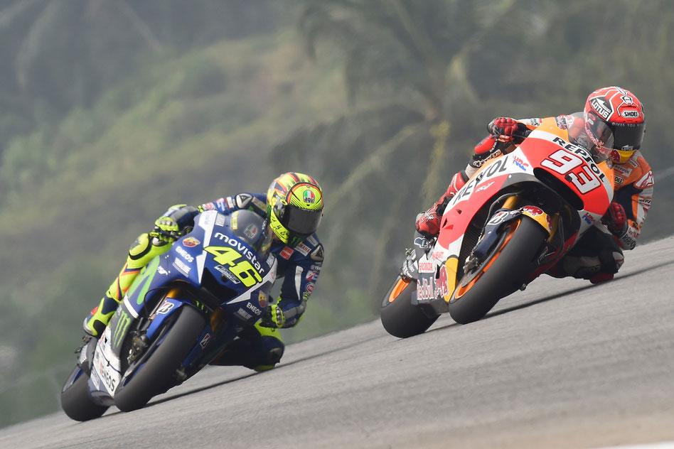 Valentino Rossi und Marc Marquez im Duell in der MotoGP in Sepang