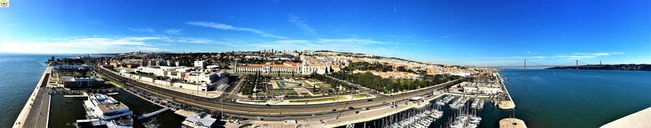 Rundblick vom Padrão dos Descobrimentos: links der Torre de Belém, frontal das Mosterio dos Jerónimos, rechts die rote Ponte de 25 Abril.