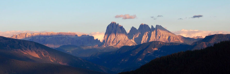 Blick von der Törggelen-Stuben auf die Dolomiten