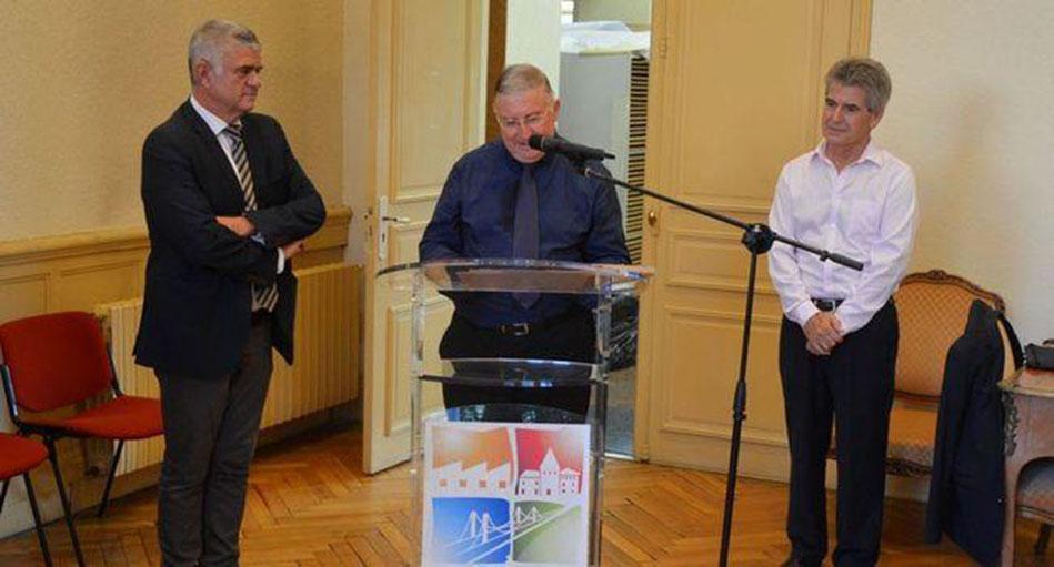 Christian Teysseyre entouré du maire Jean-Marc Dumoulin et Daniel Boisard adjoint à la culture. / DMM R.L