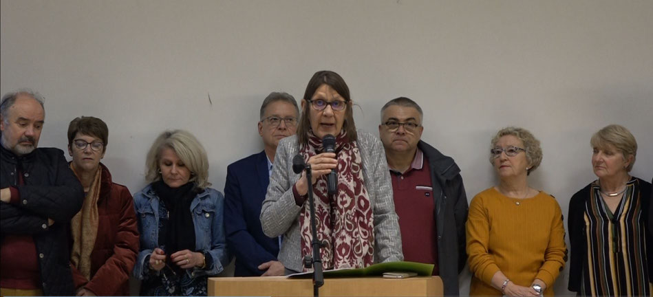 Vêtue d'un élégant tailleur gris, Anne Maricot a présenté ses voeux, entourée de l'équipe municipale.