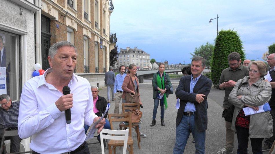 Jacques Krabal, lors de l'inauguration de son QG de campagne, le 18 mai 2017 à Château-Thierry.