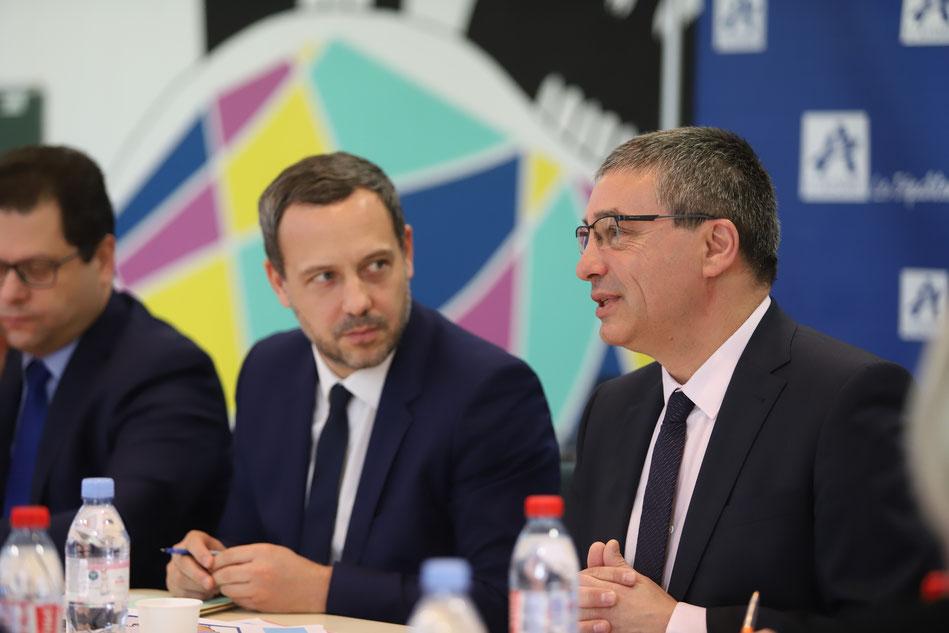 De gauche à droite : Ziad Khoury, préfet de l'Aisne, Adrien Taquet et Nicolas Fricoteaux.