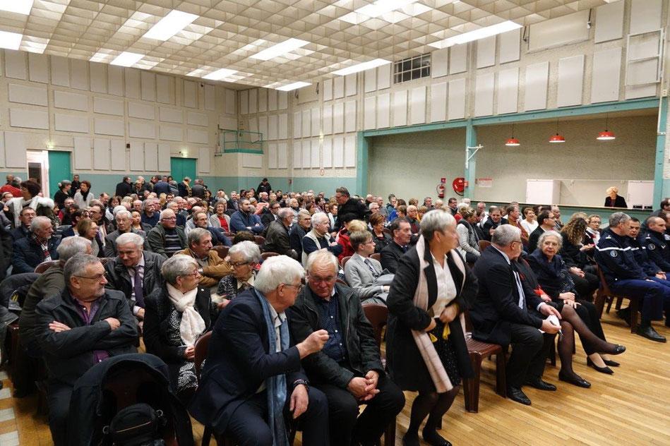 Près de 400 personnes ont investi la salle des fêtes de Dormans.