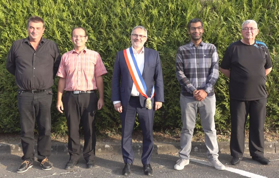 De gauche à droite : Éric Muller, Bertrand Hume, Dominique Moyse, Bryan Girard et Francis Garret.