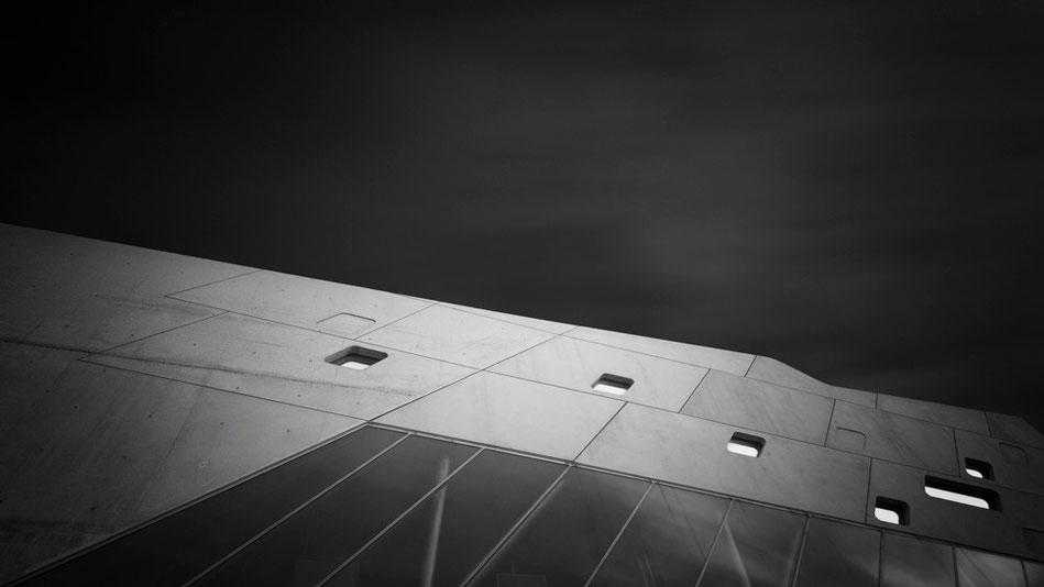 Phaeno Study #3 (Copyright Martin Schmidt, Fotograf für Schwarz-Weiß Fine-Art Architektur- und Landschaftsfotografie aus Nürnberg)