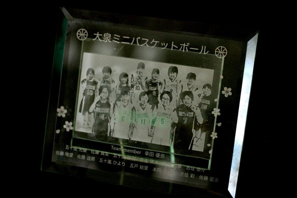 大泉小学校ミニバスケスポ少卒団記念品製作写真彫刻レリーフフォトフレーム