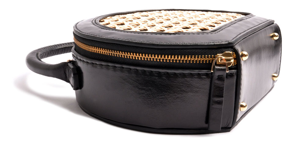"OSTWALD CIRCLE TOTE black  Leatherbag in cooperation with Niely Hoetsch . Edition ""Viennese Mesh"""