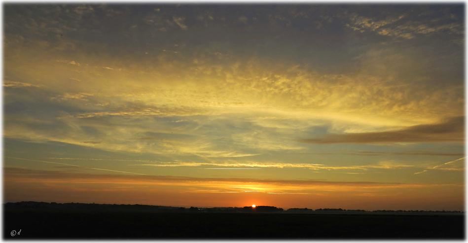 Sonnenaufgang an einem frühen Julimorgen