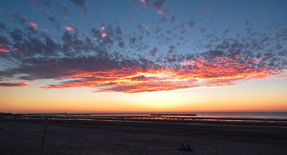 Sonnenuntergang bei Dünkirchen am Ärmelkanal
