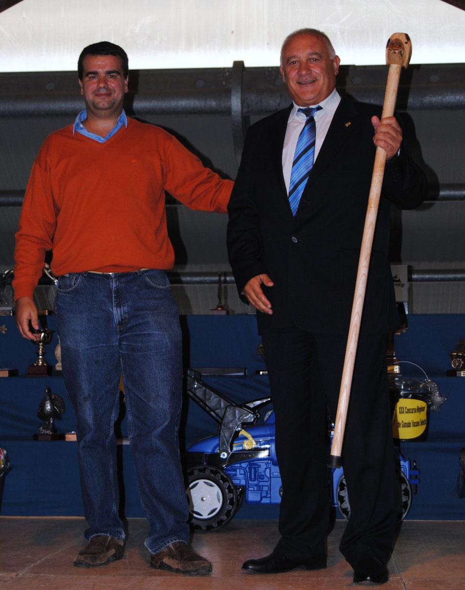 José Manuel Iglesias con el alcalde de Morcín Jesús Álvarez Barbao