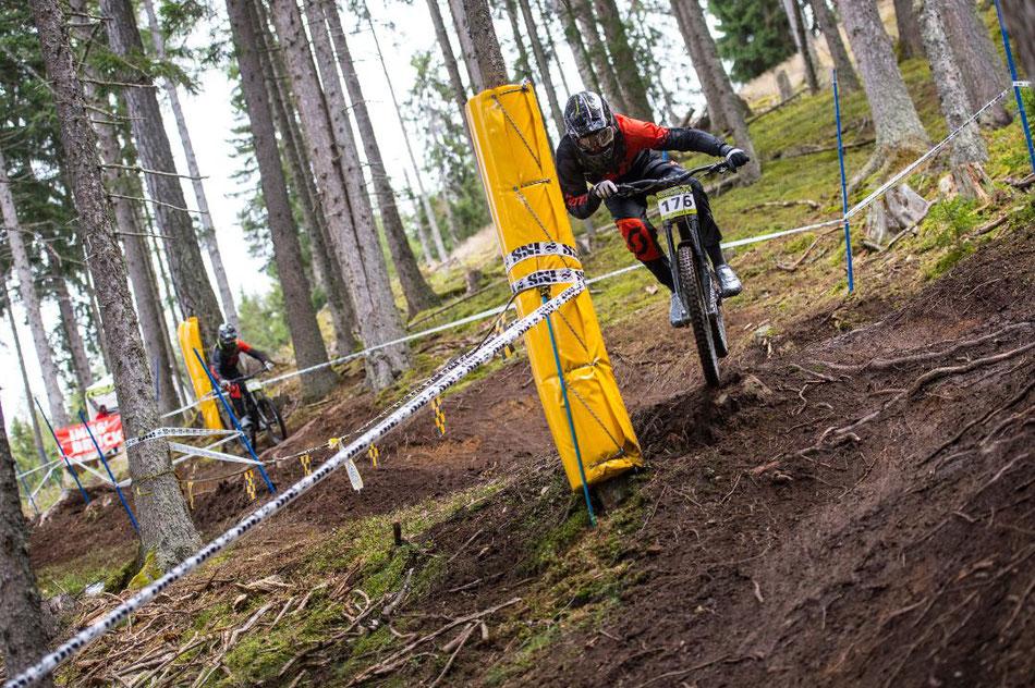 Final race of 2017: Götzens - Dario taking the inside line Photo: Raffi DieWaldfee
