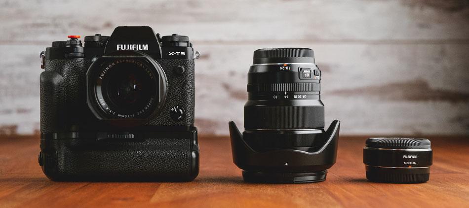 Fujifilm X-T3 mit angesetztem 35mm f1.4, 10-24 Weitwinkel-Objektiv und Makro-Adapter