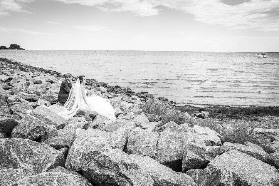 Hochzeit an der Ostsee, Hochzeitsfotograf an der Ostsee mit Lilli und Eduardo. Hochzeit Schleswig Holstein, Hochzeitsfotograf Dennis Bober.