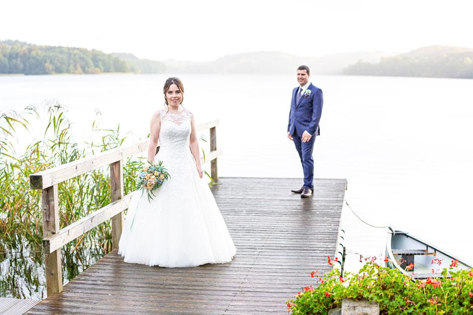 Hier werden Hochzeitsfotos mit Sabine und Rene in Schleswig Holstein am Ratzeburger See und in Mölln gemacht.