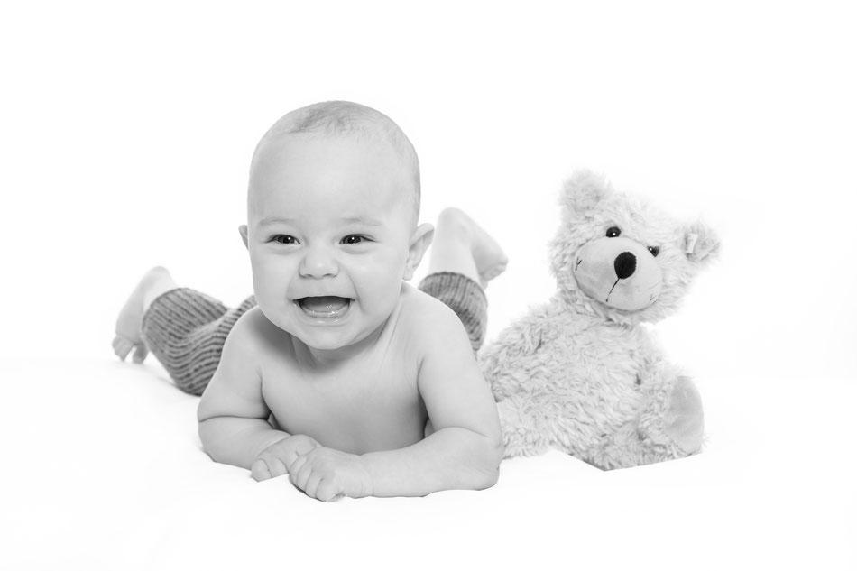 Babybilder Lübeck, Babyfotograf und Babyfotos Dennis Bober Lübeck und Hamburg Babyfotograf, Debo-Fotografie