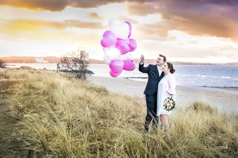 Hochzeitsfotograf Hamburg, Winterhochzeit am Timmendorfer Strand, Hochzeitsfotograf Lübeck Dennis Bober von DeBo-Fotografie. Der Hochzeitsfotograf für Schleswig Holstein.