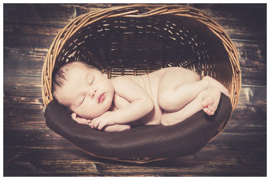 Babyfotograf, Babyfotografie Lübeck bis Hamburg, Babyfotos Hamburg Lübeck, Neugeborenenfotografie, professioneller Fotograf Babyshooting Lübeck, Hamburg.