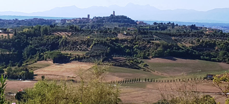 Uitzicht vanaf de heuveltop van San Quintino op San Miniato