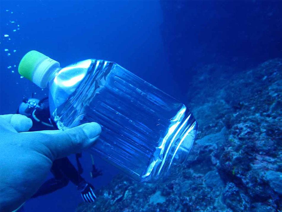 空のペットボトルで水圧の変化をチェック