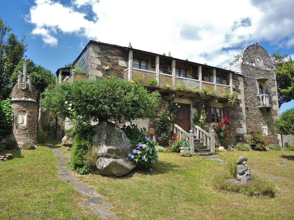 Haus und Atelier von bekannten Bildhauer Victor Coral in Bamonde.