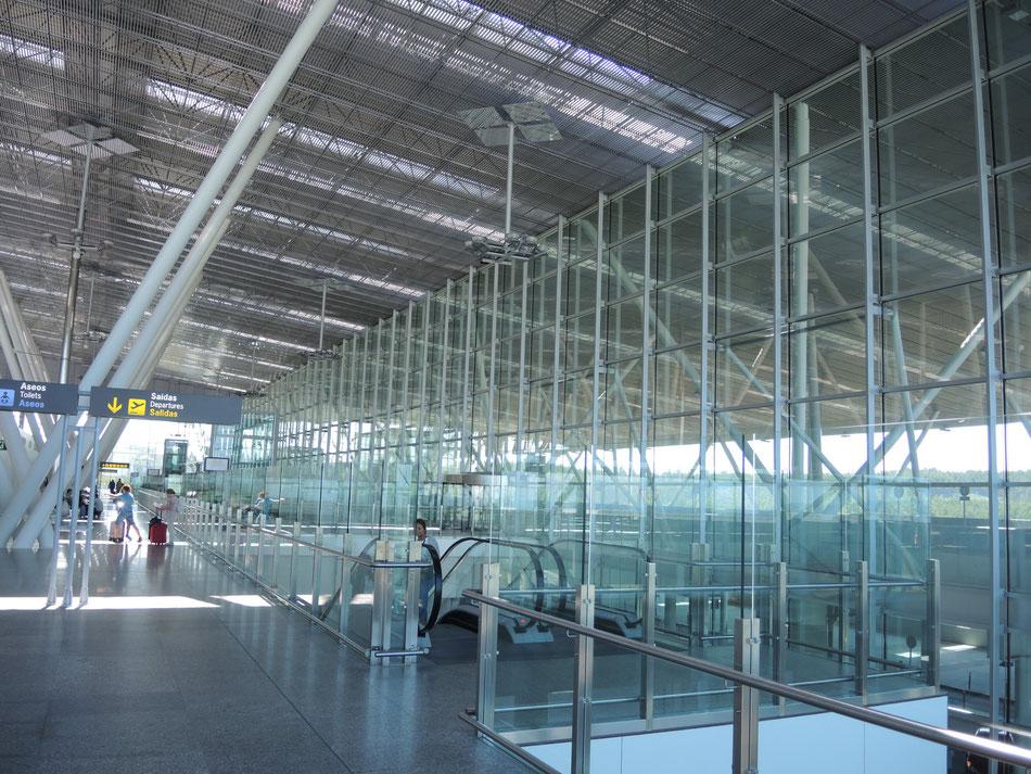 Flughafen von Santiago ist modern und sauber.