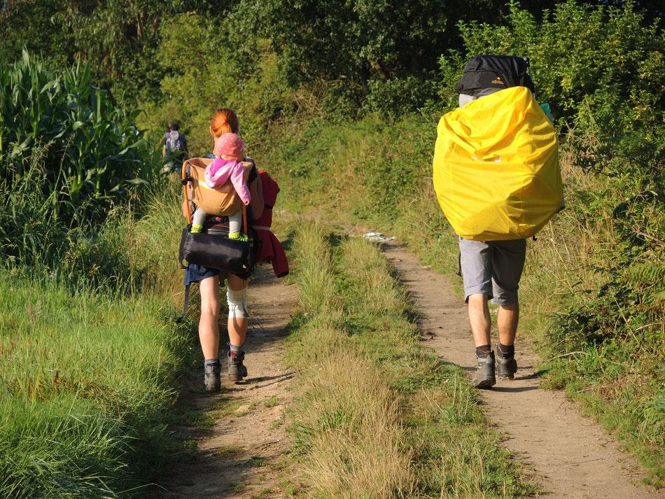 Junge Family auf dem Weg nach Santiago
