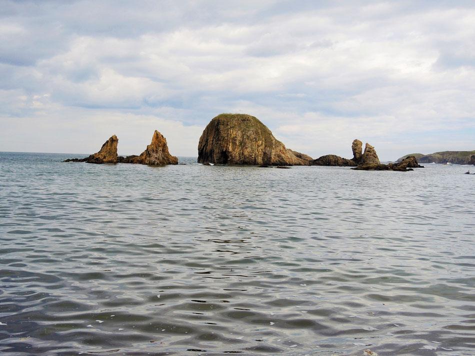 Bucht vor der Albergue in Tapia de Casariego bei Flut.