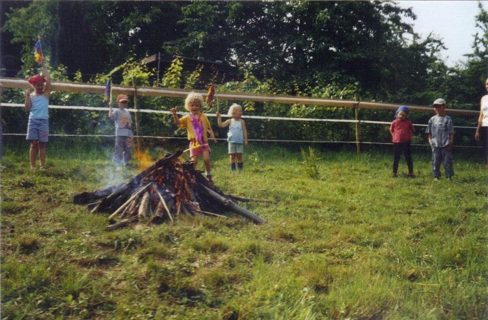 Johanni-Reigen und Johanni-Feuer am Johanni-Fest