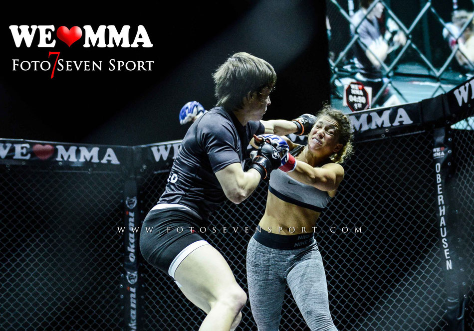 Foto Seven Sport Paulina Ioannidou Combat Club Cologne vs Fran Vanderstukken Perfect Team Belgien Sieg TKO Striking 1R 0:43